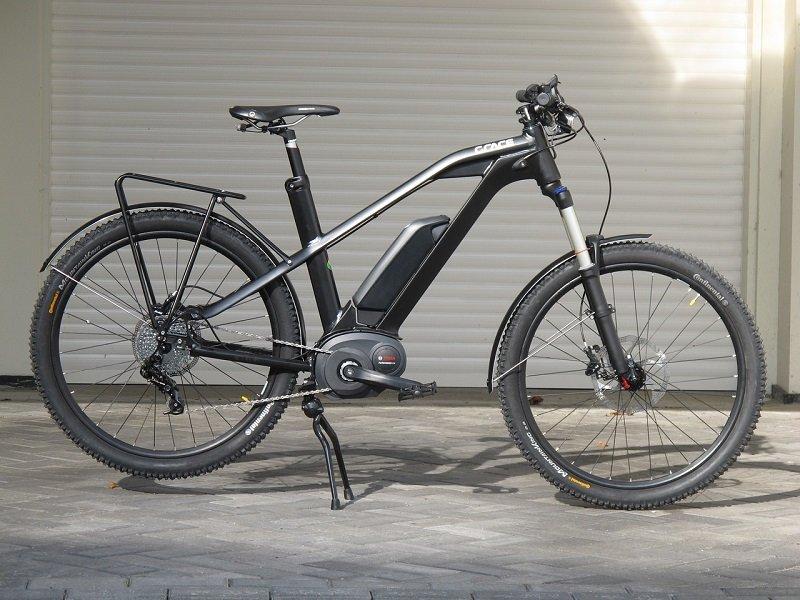 Czarny rower elektryczny
