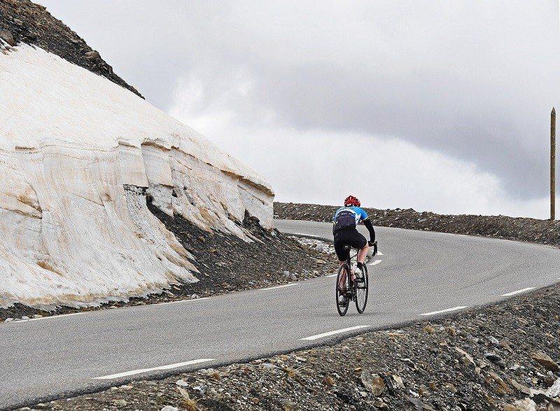 Jazda rowerem crossowym po szosie